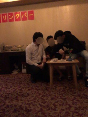 男3人で新宿のタイトなエロいスカートの店員がいるマッサージ店に乗り込んだ結果