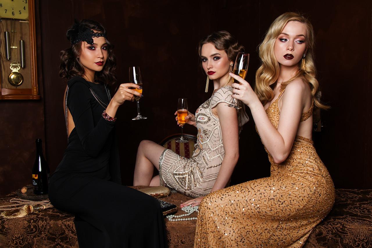 3人のヨーロッパ貴族美女
