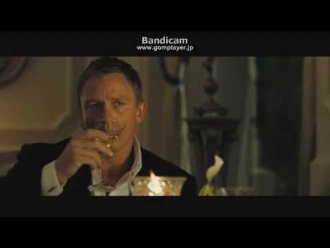 007カジノロワイヤルボンドがマティーニを飲むシーン