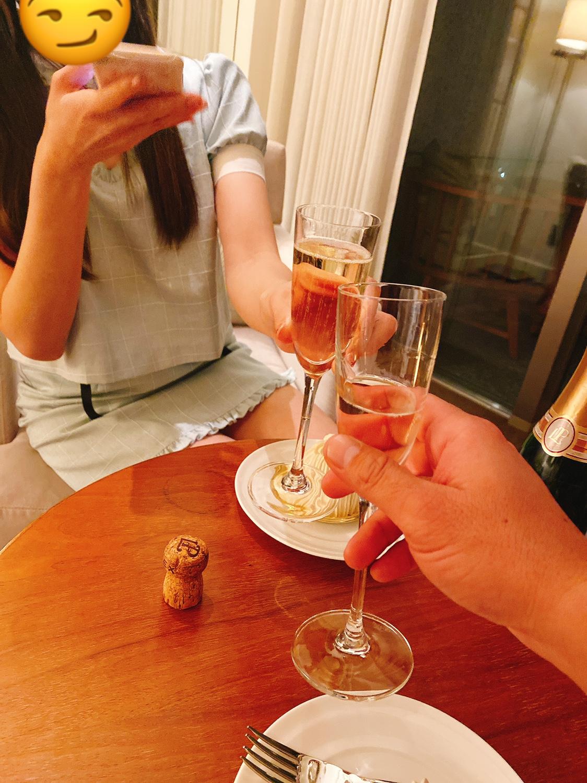 恋達のデート「高級ホテルでシャンパン」